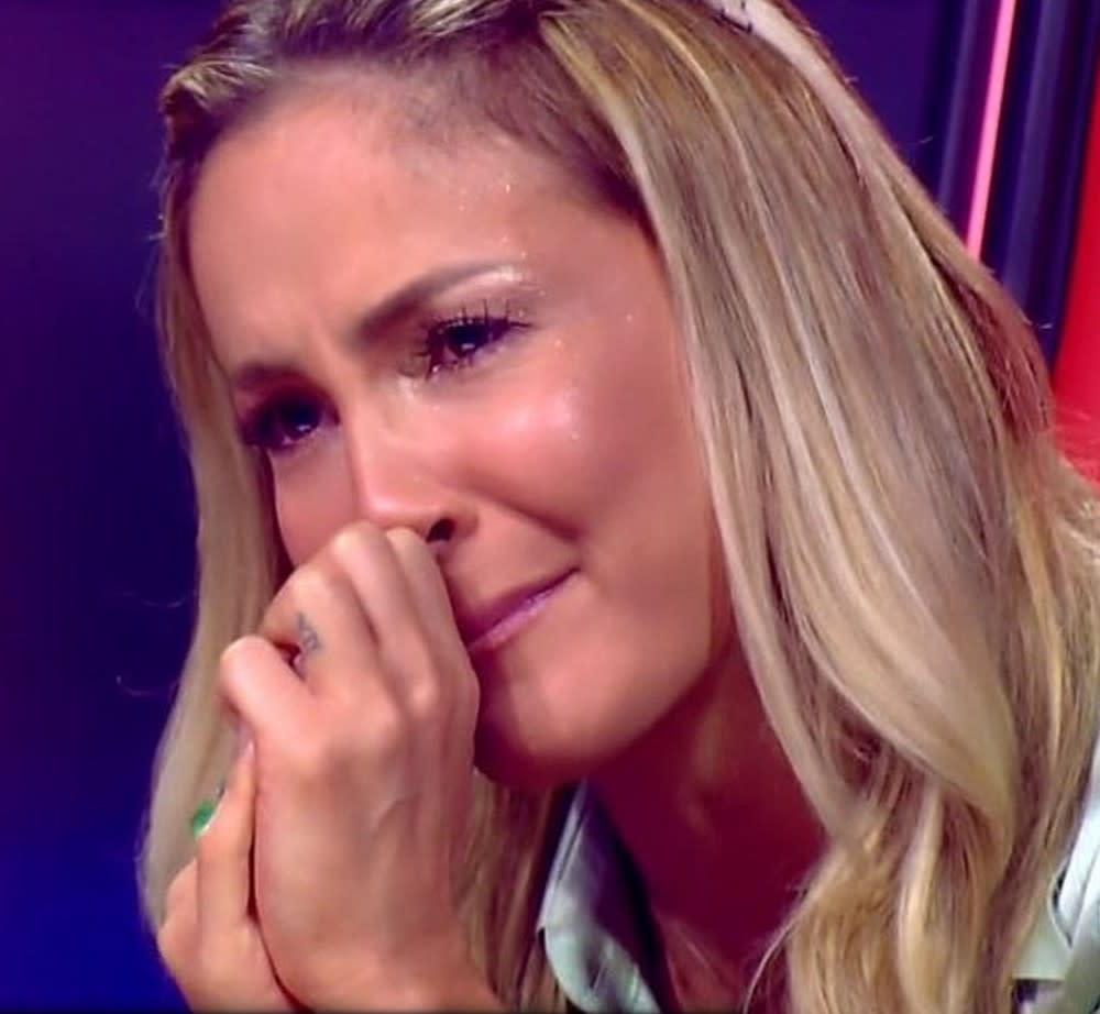 Claudia Leitte chora durante apresentações no \'The Voice Kids\'