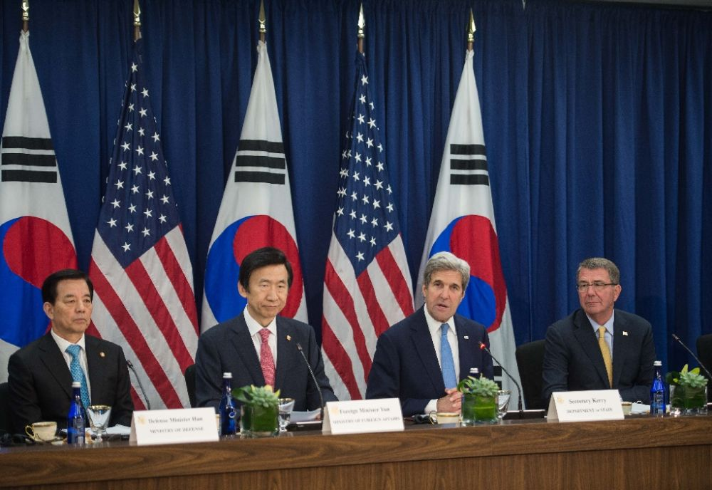 L-R: South Korean Defense Minister Han Min-koo, South Korean Foreign Minister Yun Byung-se, US Secretary of State John Kerry and US Defense Secretary Ashton Carter discuss Korean missle defense