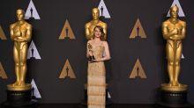 Glücksbringer: Diese Schauspielerinnen nahmen ihren Oscar in goldenen Traumkleidern entgegen