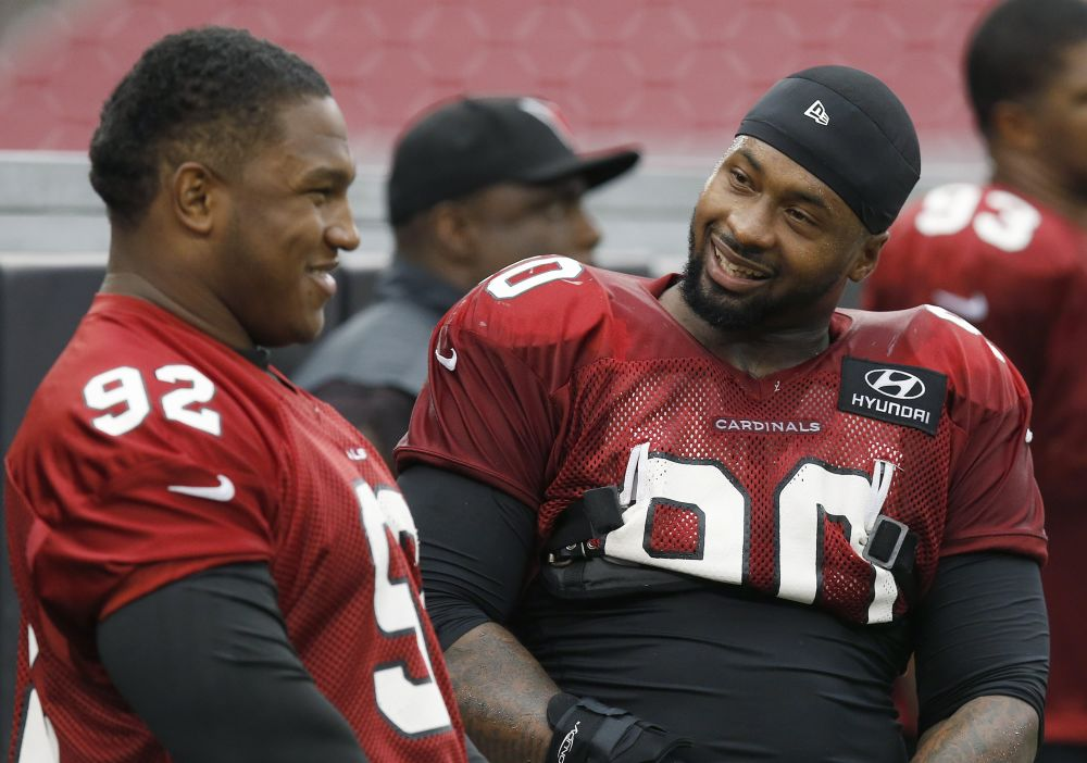 Cardinals DT Dockett hurts knee, carted off field