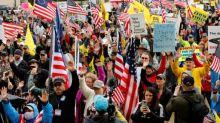 El debate sobre la reapertura en EEUU inunda las calles e internet