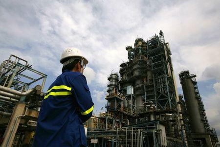 Profits from gasoline rebound in Asia, but rising crude