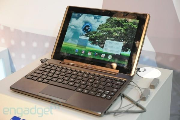 ASUS Eee Pad Transformer shows up wearing Honeycomb to CeBIT (video)
