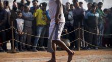 (FOTOS) Escalofriante festival en el que sacrifican a miles de animales en Nepal