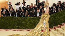 SJP Wears Nativity Scene Headpiece To Met Gala