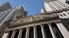 Wall Street cierra mixta; bajan bancos