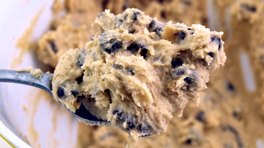 Recomiendan no comer la masa cruda de galletas navideñas: puede contener bacterias peligrosas