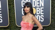 Jameela Jamil arremete contra Karl Lagerfeld por su gordofobia