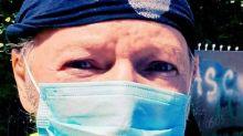 Il rocker dice la sua su chi nega l'esistenza del Coronavirus