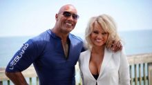 """Pamela Anderson diz que não gostou de filme de 'S.O.S. Malibu' e defende as """"séries ruins"""""""