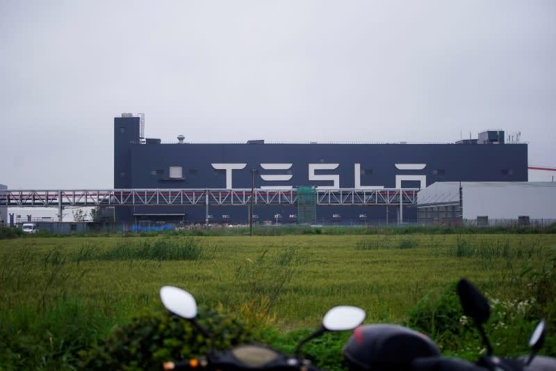 Tesla Shanghai to make 300,000 cars Jan-Sept despite chip shortage – sources