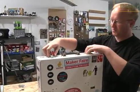 Ben Heck talks about fitting custom 3D printer in briefcase, Q nods in approval (video)