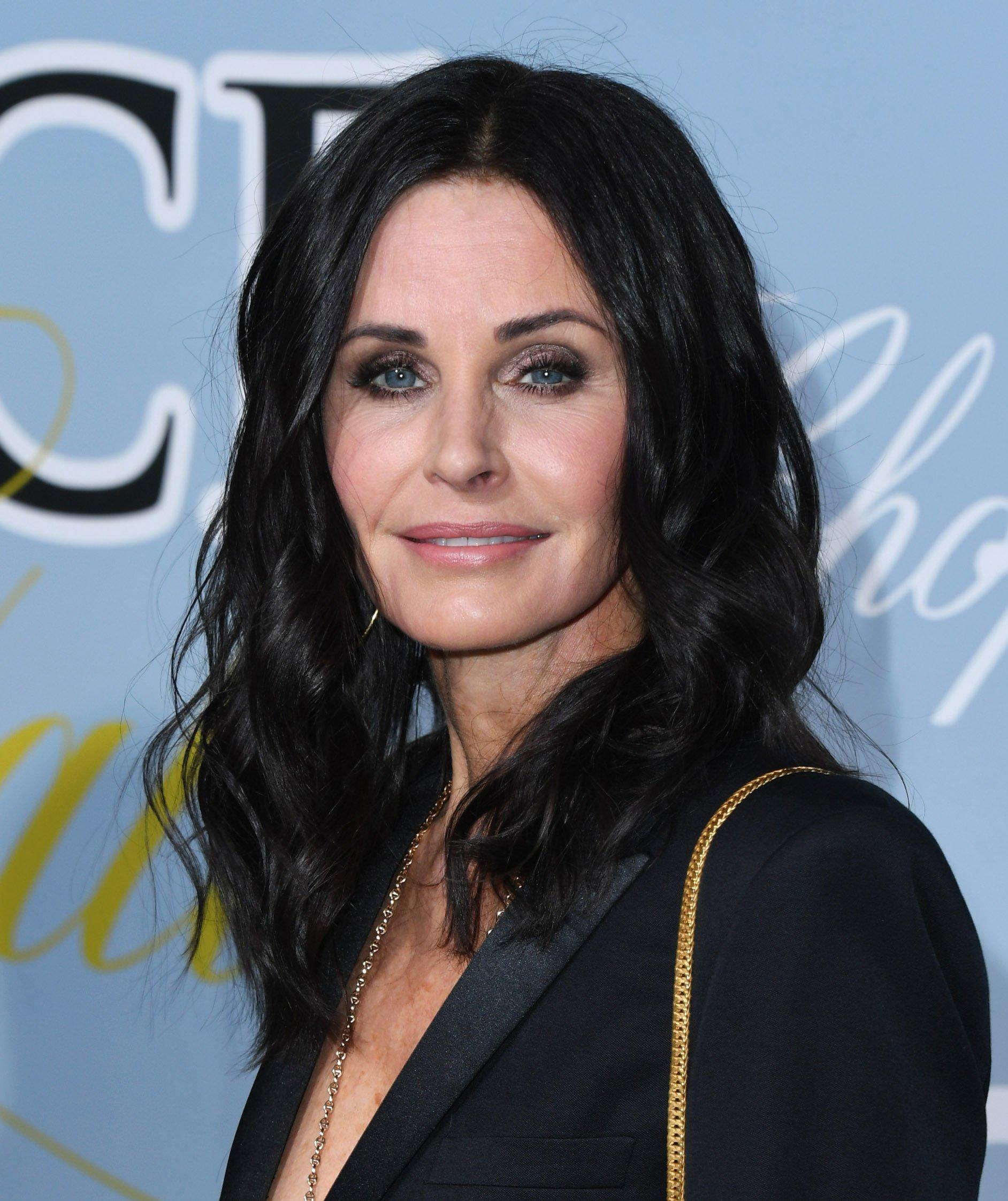 courteney cox just got in on the new shag hair trend