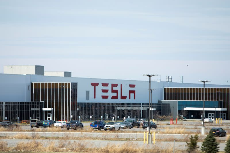 News post image: Two Tesla employees test positive for coronavirus: company email