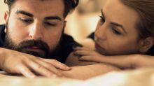 Es normal que esté melancólico después del sexo (y puede durarle horas)
