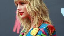 Taylor Swift appeals for rights to music on Twitter