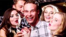 Esta campanha publicitária transforma interações sociais básicas em pornô