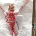 'It Looks So Inviting!' - Woman Makes 'Vertical Snow Angel' in California Snow