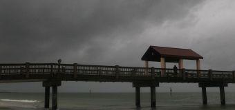 Thousands evacuate as Alberto nears Florida