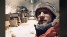 TikToker muestra el desafío de hacer las cosas más simples de la vida (como tirar la basura) en el Polo Sur