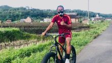 Usir Bosan, Kiper Persita Rutin Bersepeda Lintasi Area Persawahan di Malang