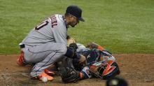Astros clinch final AL playoff spot despite loss to Rangers