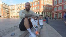 Nice: Un artiste customise les crampons des footballeurs