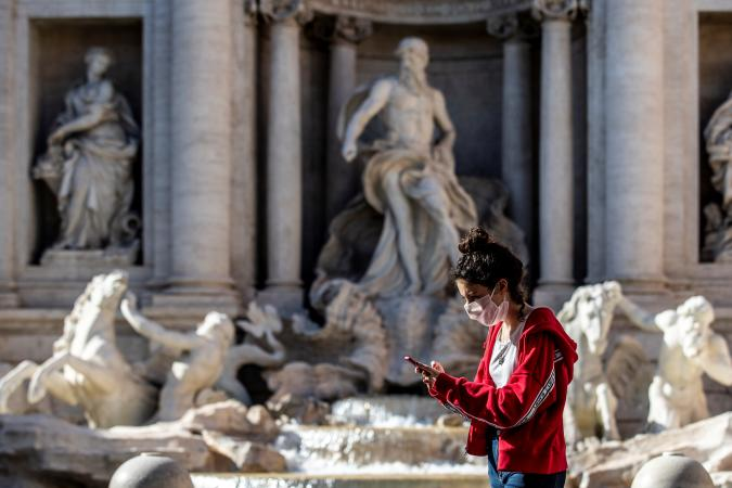 Rome. Phase 2 Daily life in the capital pictured a girl in Trevi Fountain. (Photo by: Francesco Fotia/AGF/Universal Images Group via Getty Images)