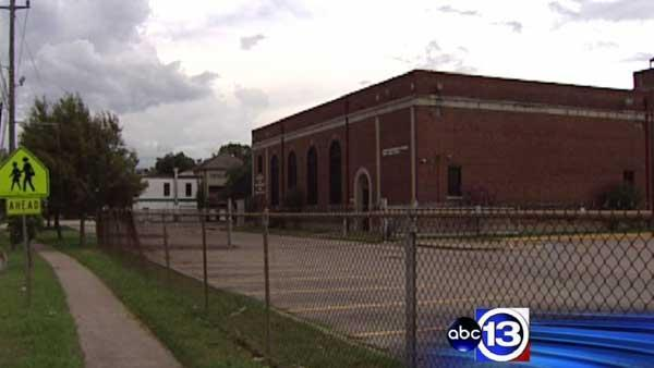 Old HISD building center of property fight