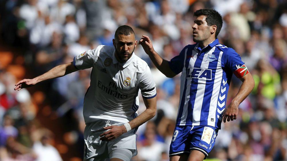 Real Madrid-Alaves 3-0: Benzema ancora a segno, infortunio per Varane