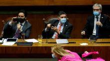 Diputada chilena se convierte en sensación de internet tras baile para celebrar aprobación proyecto
