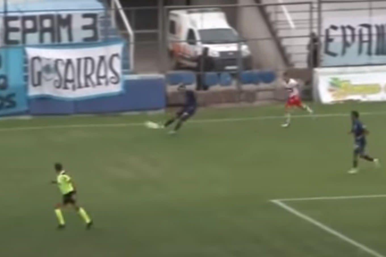 Primera Nacional. El increíble golazo de 80 metros que convirtió Facundo  Suárez para Gimnasia de Jujuy