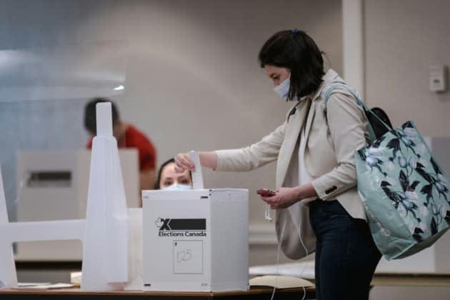 Les Français continuent de s'éloigner des partis politiques