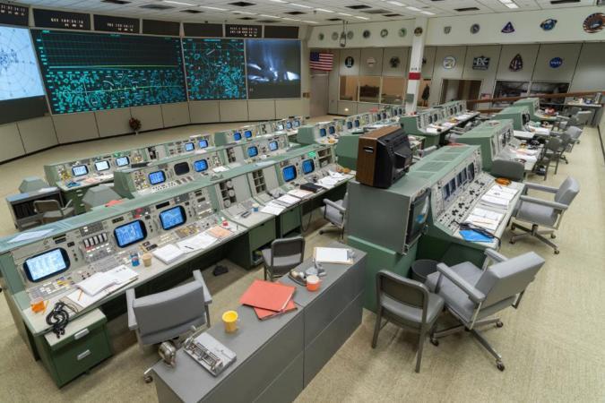 Johnson Space Center, Twitter
