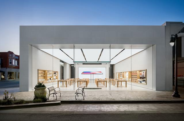 Apple experiments with 'Express' store to limit COVID risks