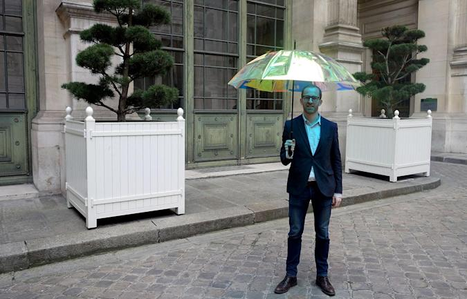 Smart umbrella tells you when it's going to rain