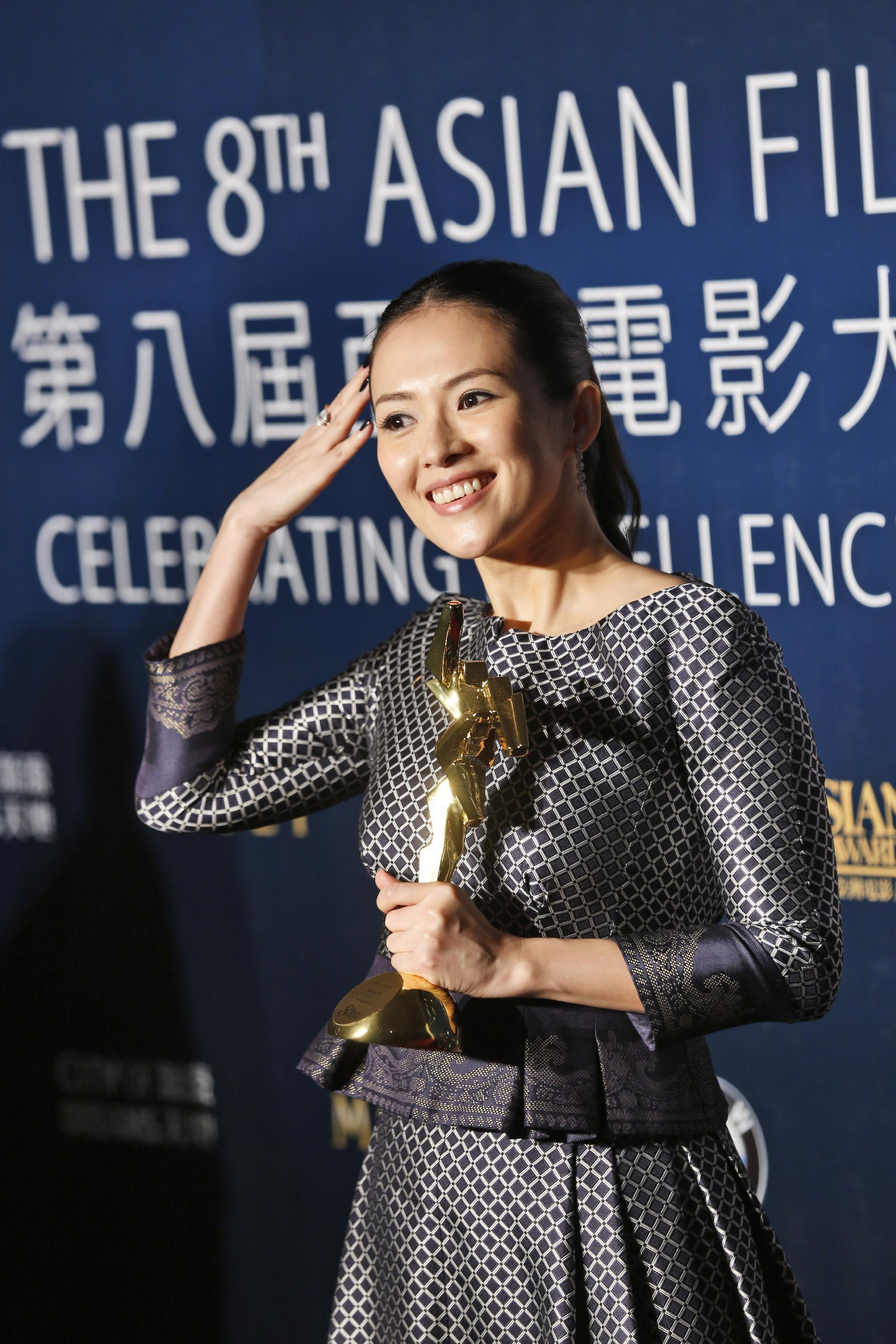 """Chinese actress Zhang Ziyi poses after winning the Best Actress for her movie """"The Grandmaster,"""" of the Asian Film Awards in Macau Thursday, March 27, 2014. (AP Photo/Kin Cheung)"""