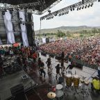 Pro-Maduro concert begins at Colombian border