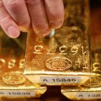 Gold Falls Amid Trade War Worries