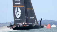 'Flying' yachts flail in America's Cup challenge