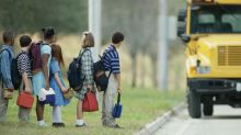 Wegen Mobbing aus dem Schulbus geflogen: Vater lässt Tochter acht Kilometer laufen