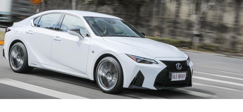 顏面革新!同級唯一油電轎跑 LEXUS IS 300h F SPORT