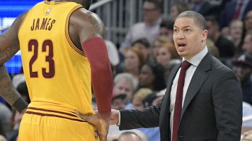 Report: Lue meeting with coach-hunting Lakers