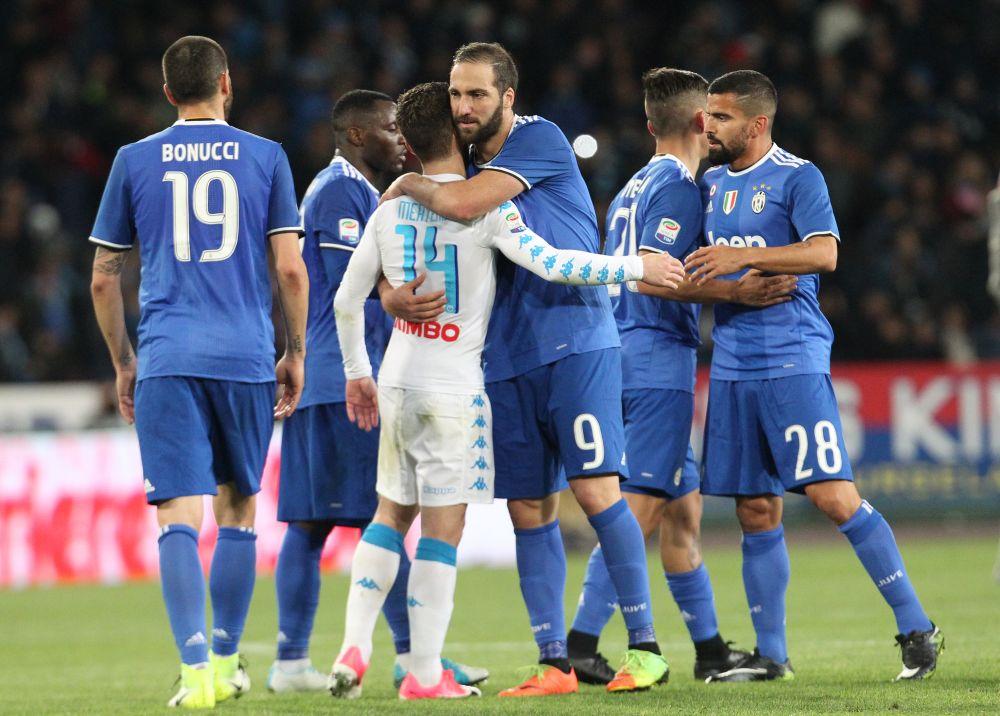 Naples-Juventus: Higuain copieusement sifflé en tribunes, un nul sur le terrain