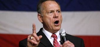 Allegations against Moore linger over his final rally