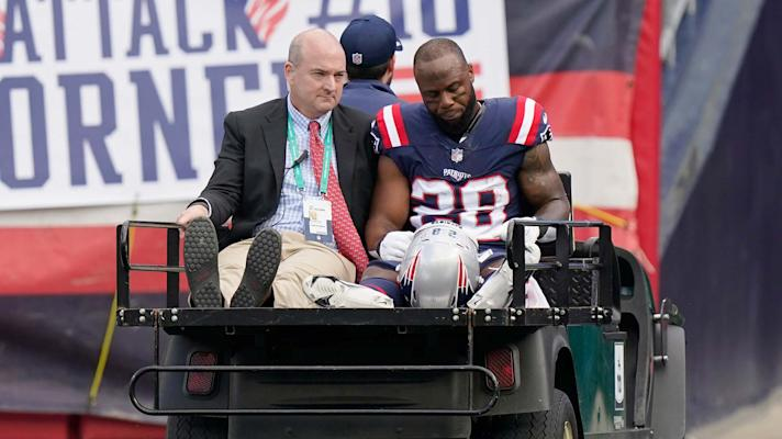 Patriots' James White carted off with hip injury