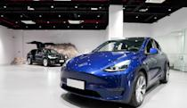 Tesla drivers can now request Full Self Driving beta tests