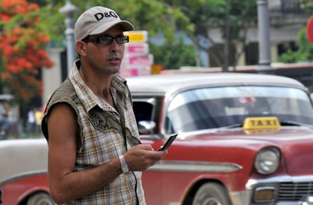 Cuba's first independent digital news will be sent via cellphones and flash drives