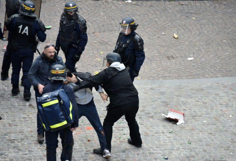 1er mai benalla n 39 avait aucune autorisation de la - Prefecture de police porte de clignancourt ...