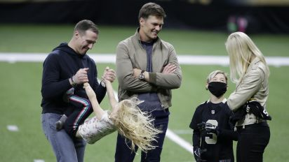 Brady hangs out with Brees family after game